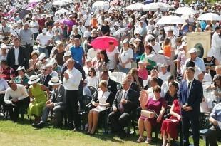 Mnošto vjernika na Trećem nacionalnom susretu katoličkih obitelji u Solinu, na kojem sudjeluje i hrvatska predsjednica / Foto: Fenix Magazin /Vera Puđa