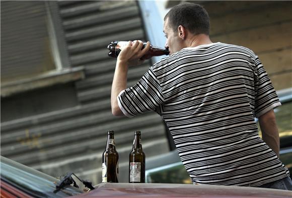 NJEMAČKA: Mladić (16) s dva promila alkohola u krvi pokušao opljačkati trgovinu