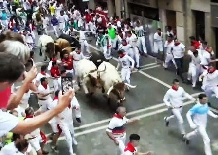 Deseci ozlijeđeni u utrci s bikovima u Španjolskoj, jedan muškarac proboden