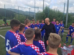 Petar Krpan u razgovoru sa igračima HSK Njemačke / Foto: Fenix