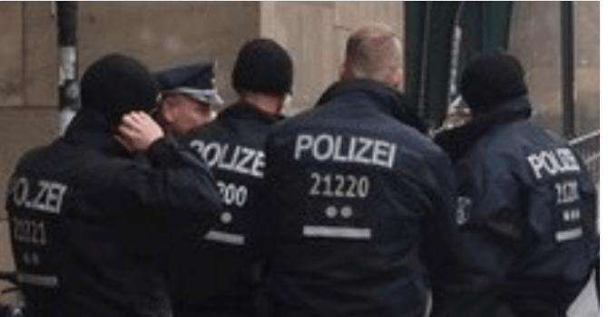 GDJE JE NESTALA HUMANOST? – Par iz Njemačke ignorirao starca koji je bespomoćno ležao