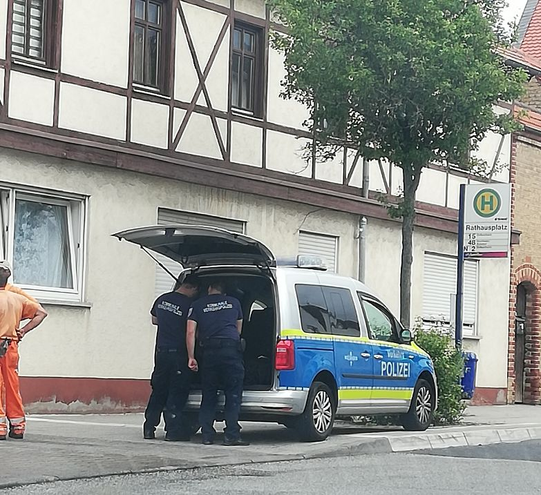 STRAVIČNO UBOJSTVO U NJEMAČKOJ: Muškarac čekićem ubio roditelje i sestru
