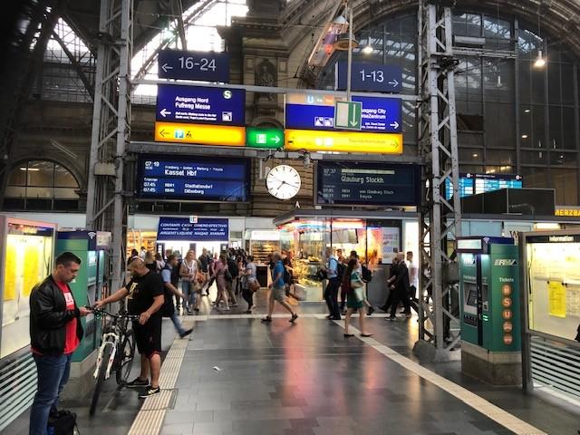 Unutrašnjost Glavnog kolodvora u Frankfurtu (ilustracija)  / Foto: Fenix