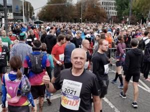 Najstariji hrvatski maratonac 68-godišnji Eduard Tokić pred sam početak utrke / Foto: Fenix