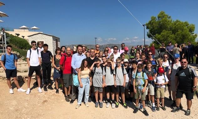 Mladi rukometaši iz Bad Homburga sa trenerima i domaćinima na Srđu / Foto: Fenix