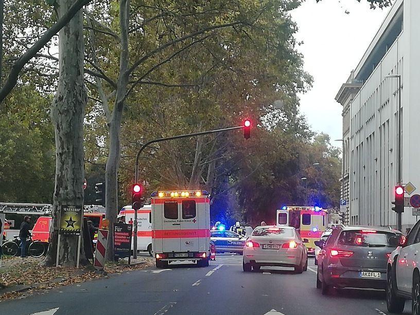 TEŠKA PROMETNA NESREĆA U FRANKFURTU: Dvije osobe poginule, jedna je teško ozlijeđena