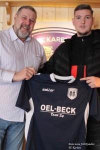 Bastian Kalaica (desno) sa novim dresom FC Karben / Foto: Fenix (obiteljski  arhiv)