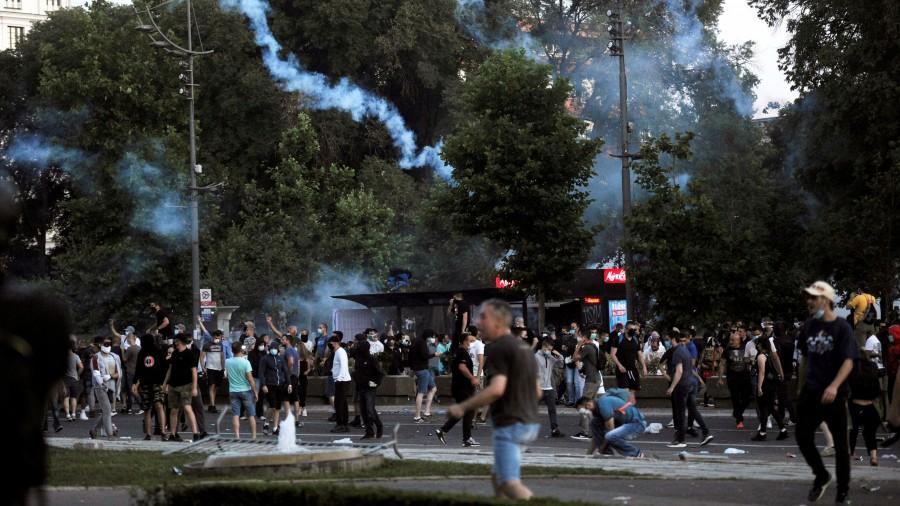 NEMIRI U SRBIJI: U Beogradu novi sukobi policije i prosvjednika ...