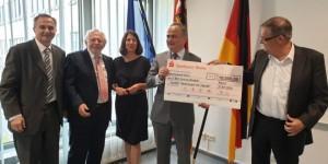 Donacija od 10.000 eura uručena je hrvatskom veleposlaniku Gordanu Bakoti krajem srpnja u Mainzu / Foto: Fenix