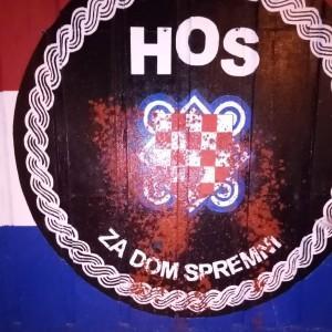 Grb HOS-a na muralu u Splitu oštećen je crvenom bojom / Foto: Fenix