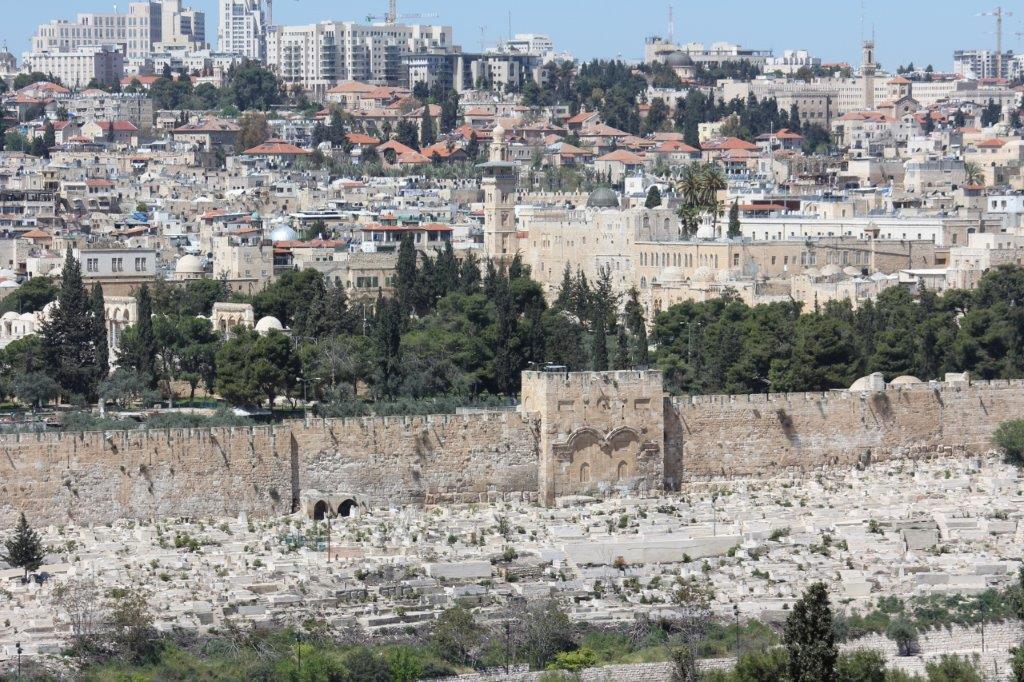 JAVLJANJE IZ JERUZALEMA: Izrael ima novog premijera Naftalija Bennetta (49), doba Benjamina Netanyahua (71) je zasad završeno