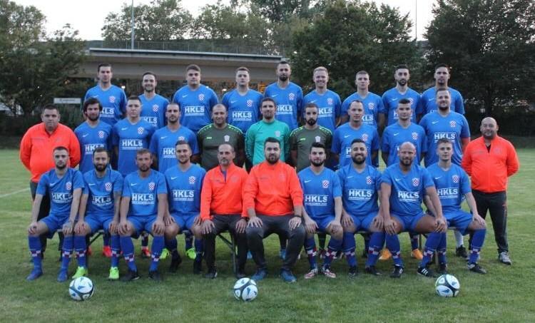 Zajednička fotografija igrača i trenera Croatije Frankfurt / Foto: Fenix