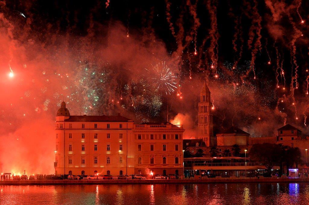 Vatromet i bakljada u Splitu za 70 godina Torcide / Foto: Hina