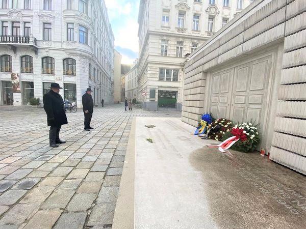 KOD SPOMENIKA NA ŽIDOVSKOM TRGU: Veleposlanik Glunčić u Beču upalio svijeću austrijskim žrtvama Holokausta