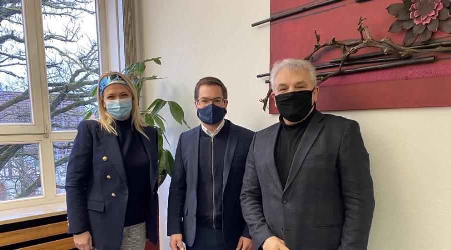 Sanddra Vidović, Sebastian Kurz i Pero Vidović / Foto: Fenix