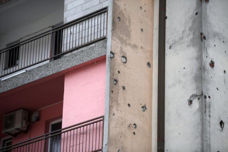 Rupe od metaka na zidovima kuca u Hrvatskoj Kostajnici / Foto: Hina