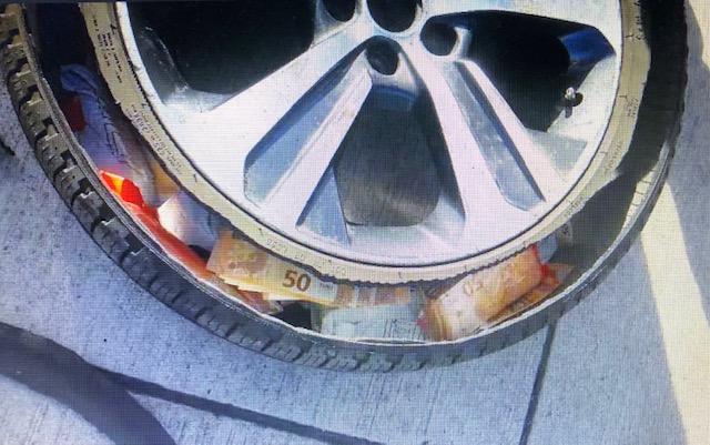 Rezervni kotač pun novca / Foto: Preslik Hauptzollamt Koblenz