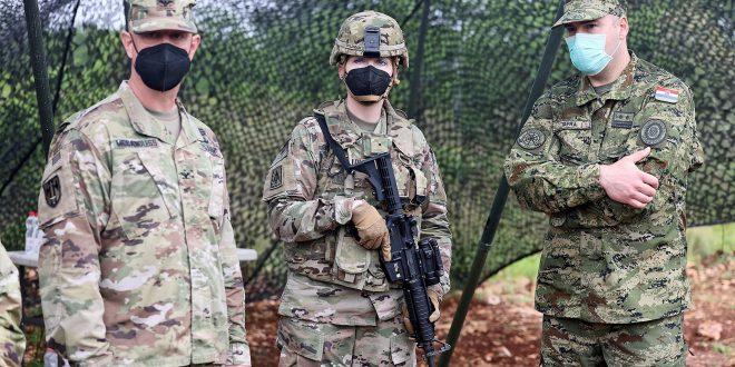 Americki i hrvatski vojnici