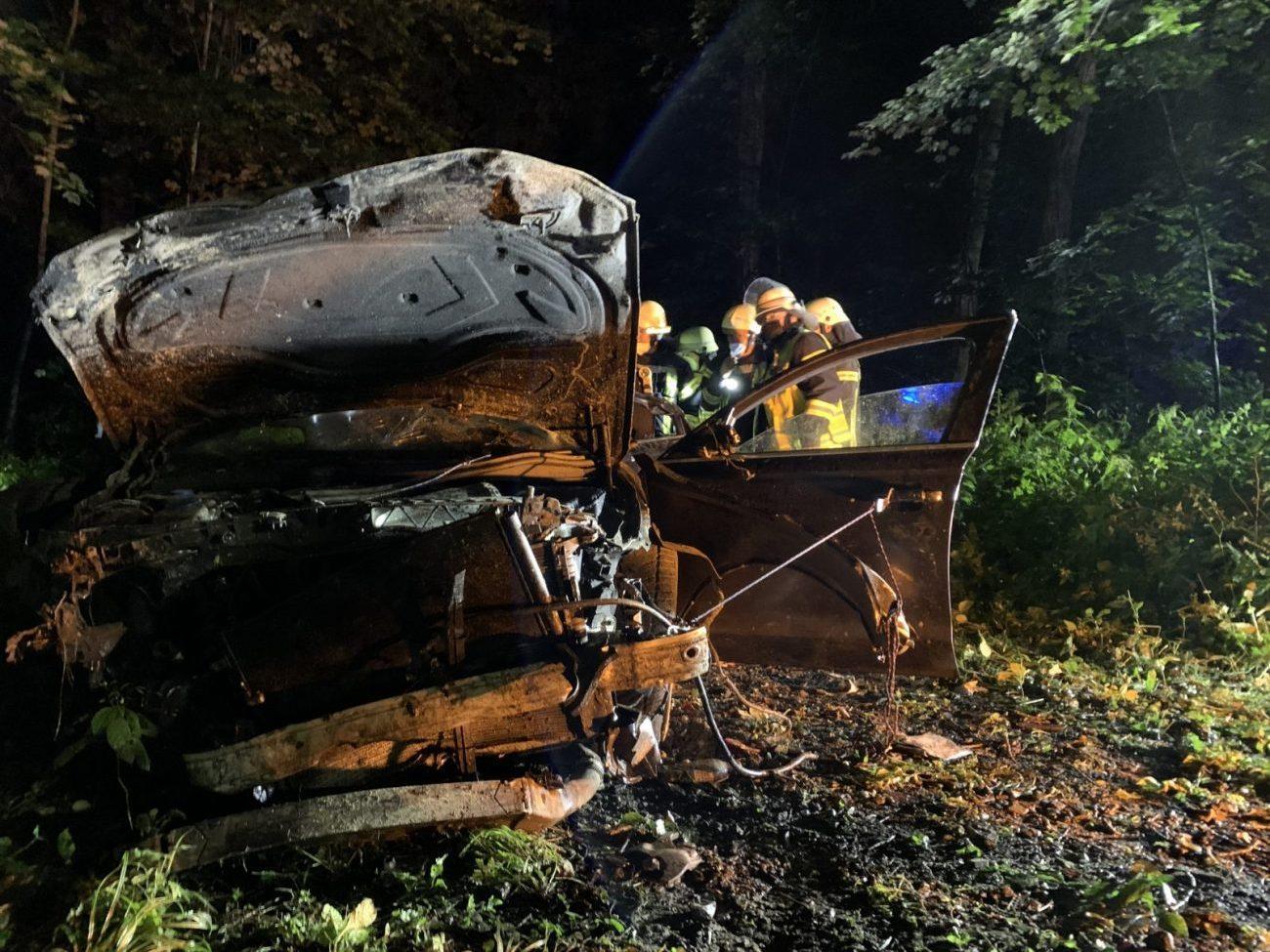 (FOTO) PROMETNA NESREĆA U NJEMAČKOJ: Vozilo letjelo 100 metara, nekoliko osoba teško ozlijeđeno