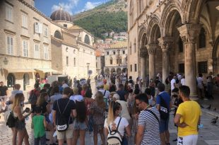 Dubrovnik guzva Knezev dvor